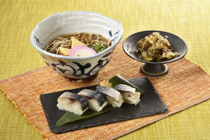 10月ランチメニューしめ鯖棒寿司とミニ蕎麦